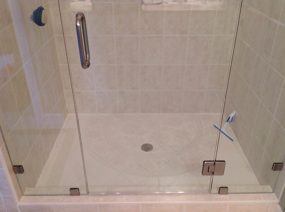 Photo In Line Shower With Clips And Glass To Glass Hinges