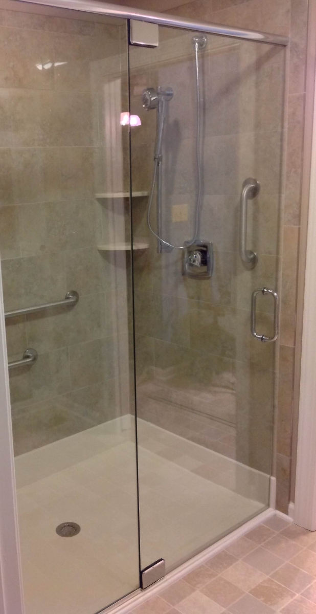 Photo Wheel Chair Assesible Frameless Shower With Heavy